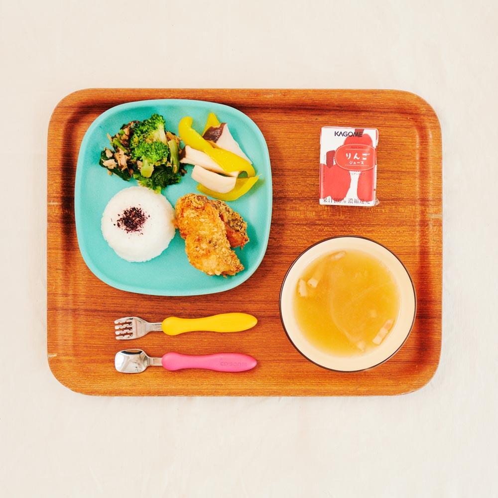 お子様ランチ=ごはん+スープ+2種のお惣菜+メイン+ジュース